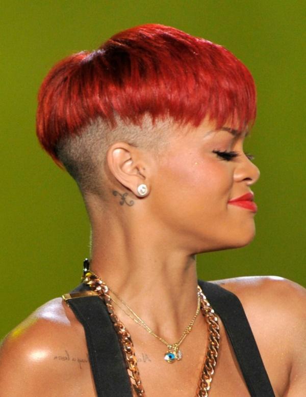 ARGANDA DEL REY, SPAIN - JUNE 05:  Singer Rihanna performs on stage during Rock in Rio Madrid Festival on June 5, 2010 in Arganda del Rey, Spain.  (Photo by Carlos Alvarez/Getty Images)