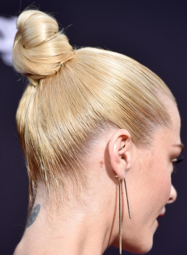 Cute Top Knot Bun Hairstyle + Outfit Combos0061