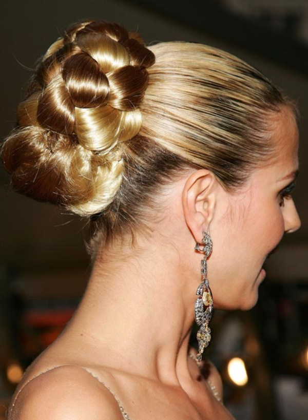 Cute Top Knot Bun Hairstyle + Outfit Combos0111