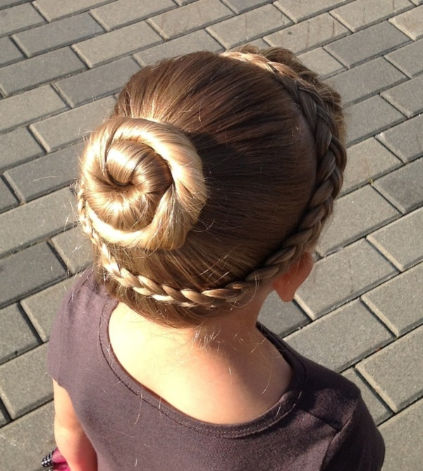 Cute Top Knot Bun Hairstyle + Outfit Combos0561