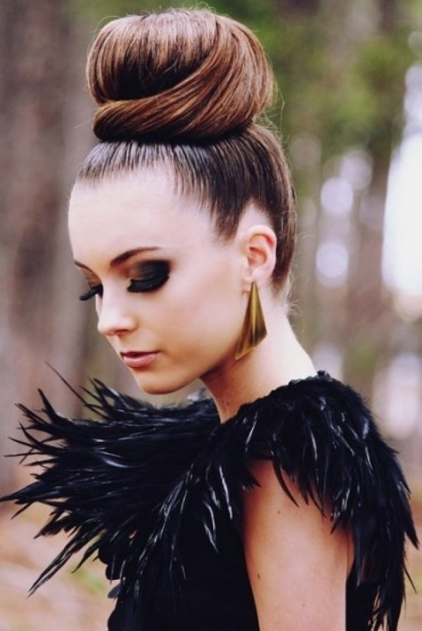 Cute Top Knot Bun Hairstyle + Outfit Combos0571