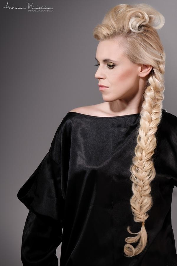 Cute braided hairstyles for long hair (18)