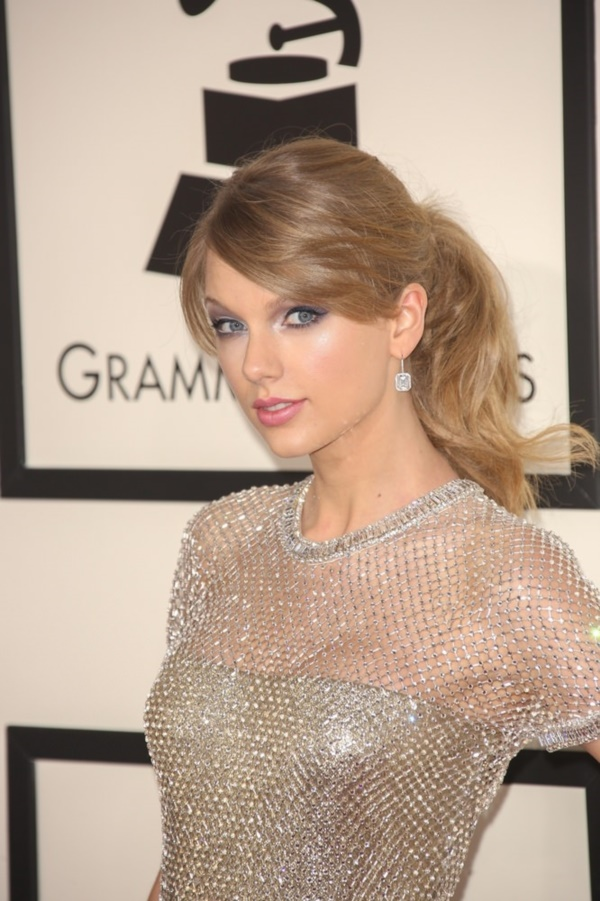 01/26/2014 - Taylor Swift - 56th Annual Grammy Awards - Arrivals - Staples Center - Los Angeles, CA, USA - Keywords: California, Music, Award, Fashion, Grammy Awards, Arts Culture and Entertainment, Attending, Celebrities, celebrity, 56th Grammy Awards Orientation: Portrait Face Count: 1 - False - Photo Credit: Andrew Evans  / PR Photos - Contact (1-866-551-7827) - Portrait Face Count: 1