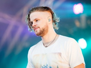 cool music festival hairstyles