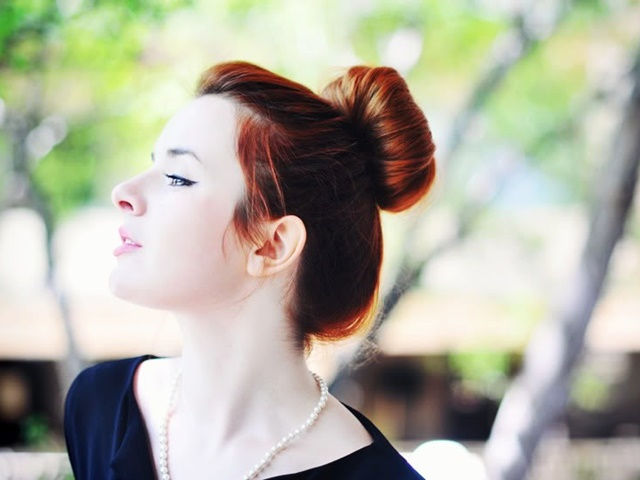 50 Cute Top Knot Bun Hairstyle + Outfit Combos