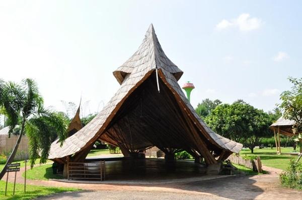 50 Breathtaking Bamboo House Designs0411