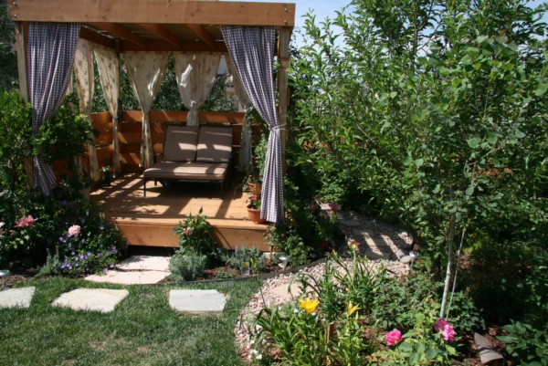 Beautiful and Safe garden privacy ideas0041