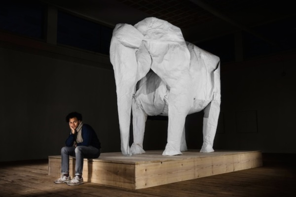 WHITE ELEPHANT VON ORIGAMIKUENSTLER SIPHO MABONA AM MONTAG, 10. MAERZ 2014 IM KKLB BEROMUENSTER.