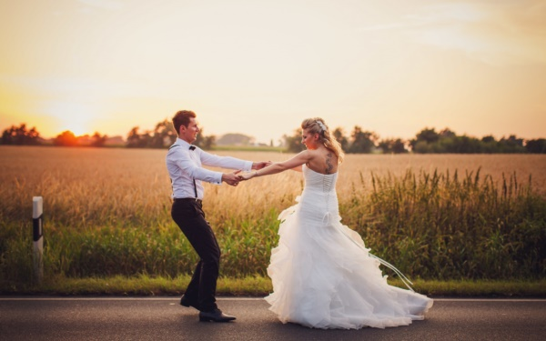 Romantic wedding pictures  50 Most Romantic Wedding photos of this Year