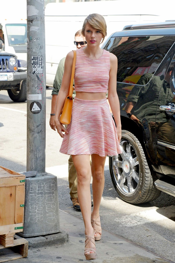 121225, Taylor Swift bares her midriff as she wears a Summer outfit on her way to the gym. The singer wore a pink matched skirt and top with open toed heels as she arrived for some exercise. New York, New York - Wednesday June 18, 2014. Photograph: © RGK, PacificCoastNews. Los Angeles Office: +1 310.822.0419 London Office: +44 208.090.4079 sales@pacificcoastnews.com FEE MUST BE AGREED PRIOR TO USAGE