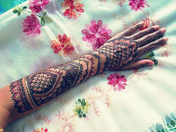 Beautiful Mehandi Designs For Weddings (16)