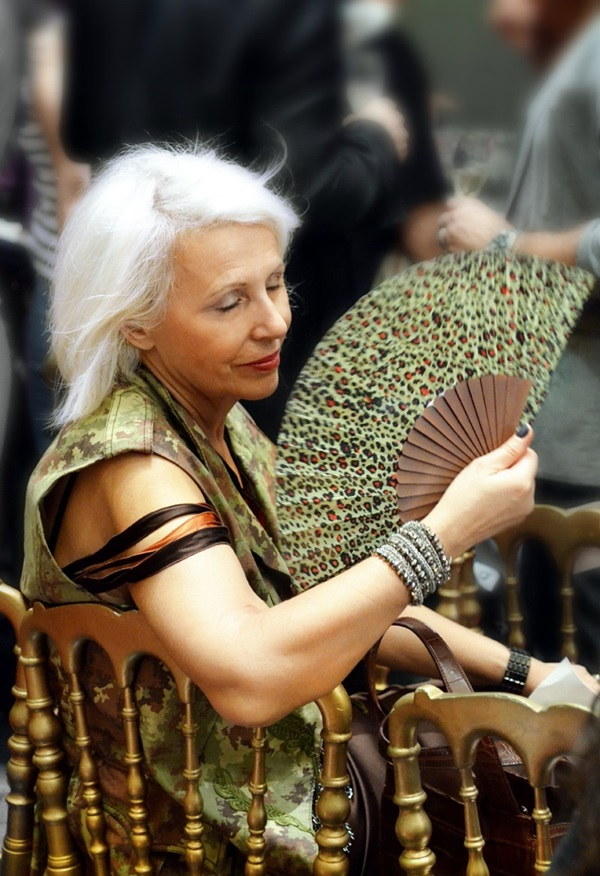 Simple and Beautiful Hairstyles For Older Women (21)
