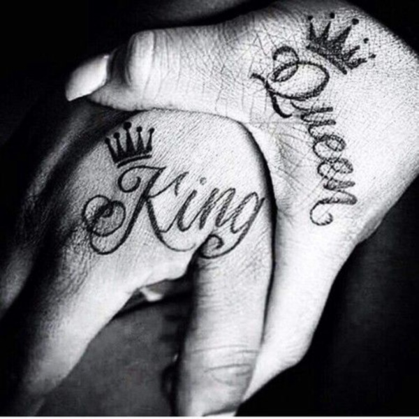 Cute king and queen tattoo for couples0031