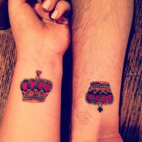 45 cute king and queen tattoo for couples buzz 2016 for Cute couples tattoos