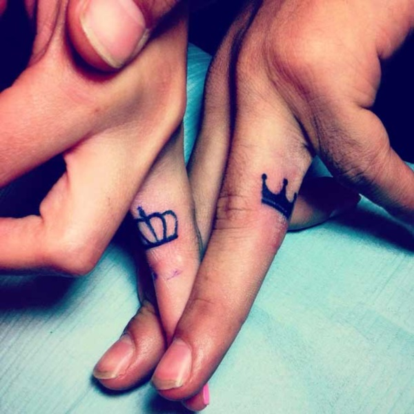Cute king and queen tattoo for couples0131