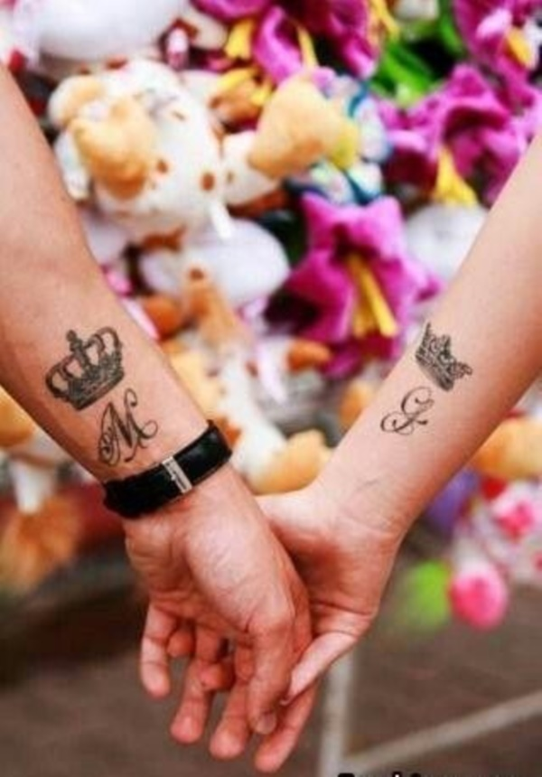 Cute king and queen tattoo for couples0301