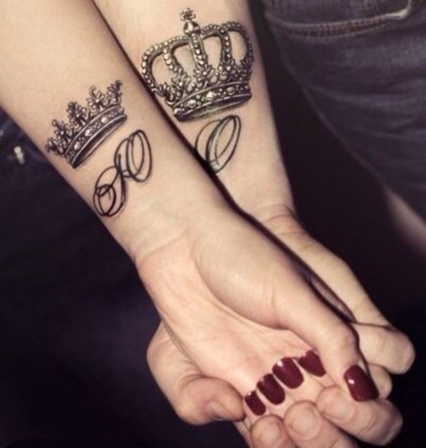 Cute king and queen tattoo for couples0381