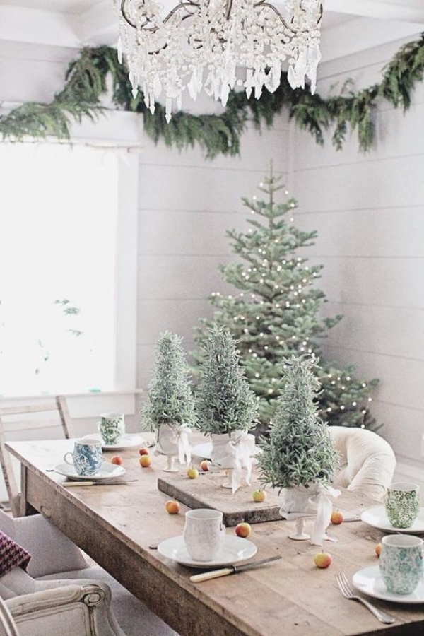 45 beautiful table decoration ideas for special occasion for Christmas dining room table decorations