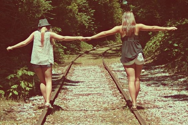 40 Silly yet Beautiful Best Friends Picture Ideas - 2