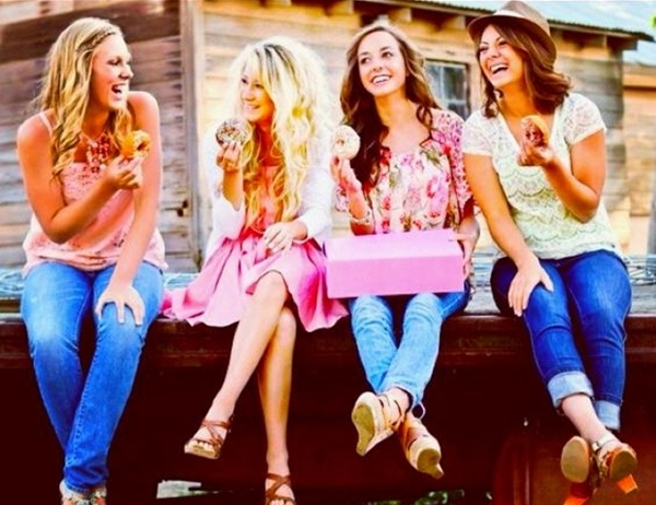 40 Silly yet Beautiful Best Friends Picture Ideas - 22