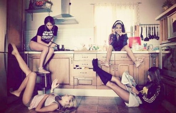 40 Silly yet Beautiful Best Friends Picture Ideas - 30