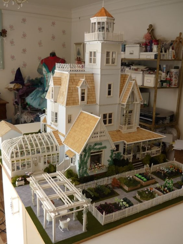 Best Dollhouse Installations for Your Kids (15)
