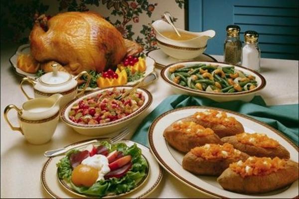 Impressive Tricks to Throw a Fun Thanksgiving Party 1.2