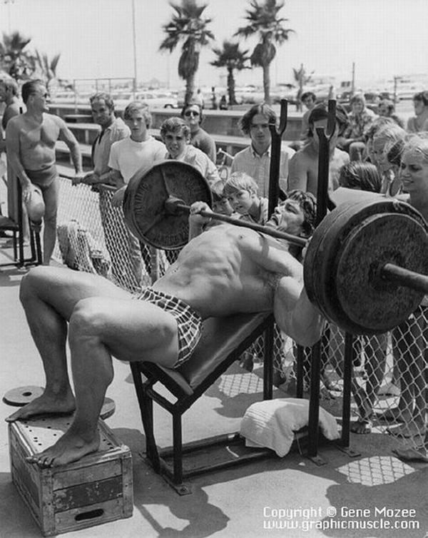 Arnold Schwarzenegger Bodybuilding Pictures - (18)