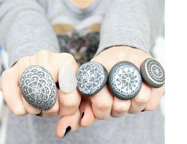 rock-and-pebble-art-ideas-30
