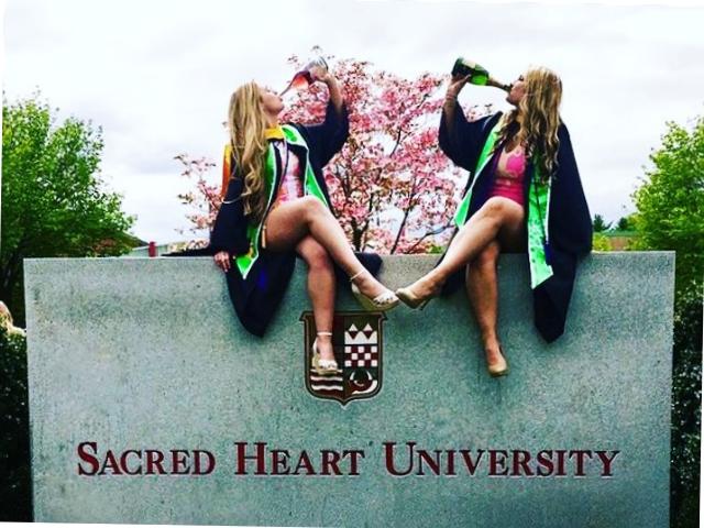 30 Best Friend Graduation Picture ideas