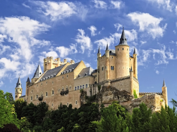 Most-Beautiful-Castles-Around-The-World