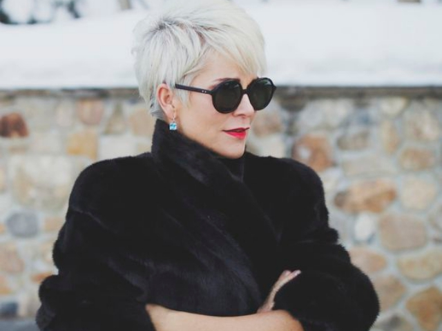 25 Sober Hairstyles for Women over 50