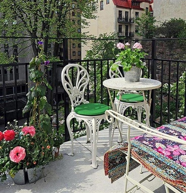 vintage-balcony-designs-add-richness-your-home