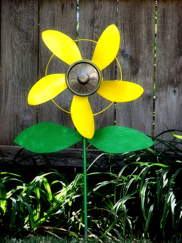 repurposing-fan-blade-craft-ideas-you-can-diy