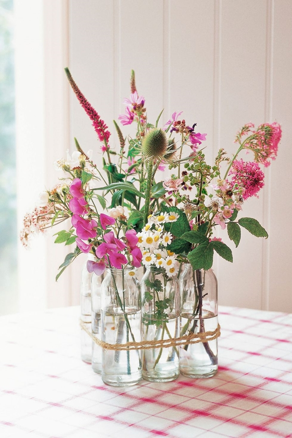 easy-table-decoration-ideas-with-flowers
