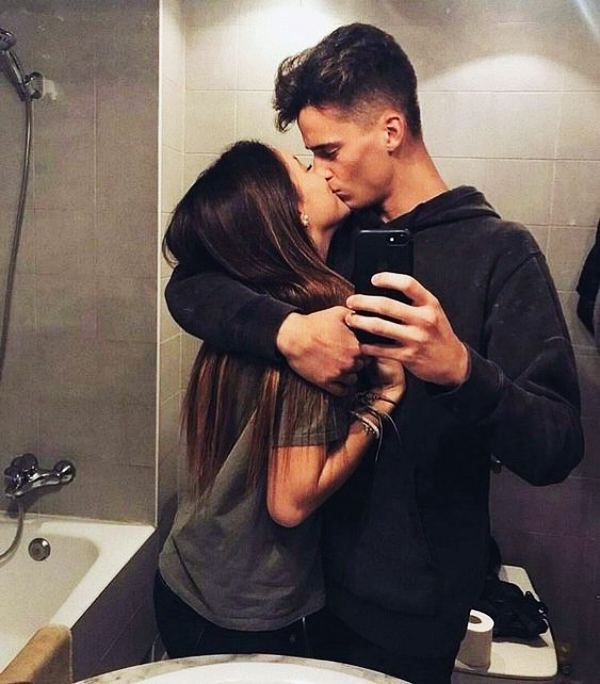 Best Selfie Poses For Couples